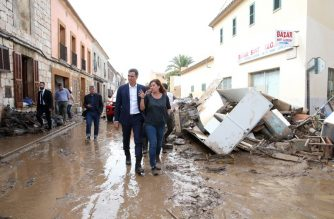 This handout picture released by the Spanish Ministry of the Presidency on October 10, 2018 shows Spanish Prime Minister Pedro Sanchez (L) and  Balearic regional president Francina Armengo (R) walking on a street covered by muddy water during floods in Sant Llorenc des Cardassar, on the Spanish Balearic island of Majorca, on October 10, 2018. - At least nine people died, including two British nationals, and six others were missing in devastating flash floods on the Spanish holiday island of Majorca, authorities said. (Photo by Fernando CALVO / Spanish Ministry of the Presidency / AFP) /