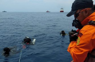 "(File photo) This handout photo taken and released on October 29, 2018 by Indonesia's National Search And Rescue Agency of Indonesia (BASARNAS) shows rescue personnel searching the waters for wreckage from Lion Air flight JT 610 which crashed into the sea off the northern coast of Indonesia's Java island. - A brand new Indonesian Lion Air plane carrying 189 passengers and crew crashed into the sea on October 29, officials said, moments after it had asked to be allowed to return to Jakarta. (Photo by Handout / BASARNAS / AFP) / -----EDITORS NOTE --- RESTRICTED TO EDITORIAL USE - MANDATORY CREDIT ""AFP PHOTO / National Search And Rescue Agency of Indonesia (BASARNAS)"" - NO MARKETING - NO ADVERTISING CAMPAIGNS - DISTRIBUTED AS A SERVICE TO CLIENTS"