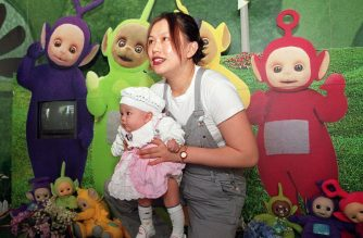 FILES: A South Korean mother holds up her baby in front of a display of characters from the British children's television sensation, Teletubbies, 20 April 1999.  The central Seoul department store is featuring the Teletubbies as part of a British Week promotion to mark the maiden state visit here of Queen Elizabeth II.  AFP PHOTO (Photo by PARK CHONG-WOO / AFP)