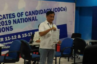 Former presidential adviser on political affairs Francis Tolentino files his certificate of candidacy as a senatorial candidate for the May 2019 elections on Wednesday, October 17, the last day of filing of COCs.  (Photo by Jerold Tagbo, Eagle News Service)