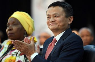 Co-founder of China's Alibaba Jack Ma (R) applauds as he sits alongside South African Minister in the Presidency Nkosazana Dlamini-Zuma while attending an international investment conference in Johannesburg on October 26, 2018. - South Africa's President Cyril Ramaphosa has wooed investors to the recession-hit country, assuring them their money would be safe amid fears sparked by government plans to expropriate white-owned land without compensation. Shortly after he took over from scandal-tainted Jacob Zuma in February, Ramaphosa launched an ambitious drive to raise some $100 billion in new investment over the next five years. (Photo by STRINGER / AFP)
