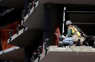 (FILES) In this file photo taken on October 5, 2018, a construction worker stands on a floor of a building under construction in San Francisco, California. - The US economic engine brushed past last month's Hurricane Michael to continue its robust job creation while giving workers a fat pay bump, the government reported on November 2, 2018. In a welcome development for Republicans ahead of next week's bitter midterm vote, American employers added 250,000 net new positions in October, handily overshooting forecasts, while salaries rose at the fastest rate since 2009, the Labor Department said. (Photo by JUSTIN SULLIVAN / GETTY IMAGES NORTH AMERICA / AFP)