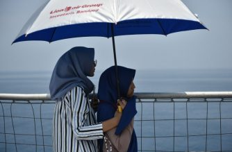 Family members of victims of the ill-fated Lion Air flight JT 610 visit the site of the crash in the Java Sea on an Indonesian Navy vessel off the coast of Karawang in West Java on November 6, 2018. - The Indonesian Lion Air jet that plunged into the Java Sea on October 29, killing all 189 on board, had an air speed indicator problem on its fatal flight and on three previous journeys, the country's transportation watchdog said on November 6. (Photo by Bay ISMOYO / AFP)