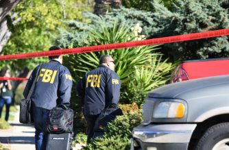 FBI investigators arrive at the home of suspected nightclub shooter Ian David Long on November 8 2018, in Thousand Oaks, California. - The gunman who killed 12 people in a crowded California country music bar has been identified as 28-year-old Ian David Long, a former Marine, the local sheriff said Thursday. The suspect, who was armed with a .45-caliber handgun, was found deceased at the Borderline Bar and Grill, the scene of the shooting in the city of Thousand Oaks northwest of downtown Los Angeles. (Photo by Robyn Beck / AFP)