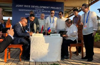 A photo of the signing of the five year Memorandum Of Agreement ( MOA ) for greater cooperation on agriculture between the Philippines and Papua New Guinea.  (Photo courtesy Agriculture Secretary Manny Pinol's Facebook post)