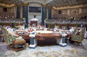 """A handout picture provided by the Saudi Press Agency (SPA) on December 9, 2018, shows a general view of the meeting at the Diriya Palace in the Saudi capital Riyadh during the Gulf Cooperation Council (GCC) summit. (Photo by Bandar AL-JALOUD / SPA / AFP) / === RESTRICTED TO EDITORIAL USE - MANDATORY CREDIT """"AFP PHOTO / HO / SPA"""" - NO MARKETING NO ADVERTISING CAMPAIGNS - DISTRIBUTED AS A SERVICE TO CLIENTS ==="""