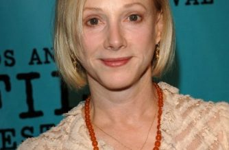 "(FILES) In this file photo Actress Sondra Locke arrives at the premiere of ""Our Very Own"" at the Los Angeles Film Festival at the Director Guild of America on June 22, 2005 in West Hollywood, California. - Oscar-nominated actress Sondra Locke has died of cancer at the age of 74, US news outlets reported in the night of Thursday December 13, 2018. Locke died November 3 in California, she had been battling breast and bone cancer. The Los Angeles County Public Health Department confirmed her death, Variety magazine reported. (Photo by Stephen Shugerman / GETTY IMAGES NORTH AMERICA / AFP)"