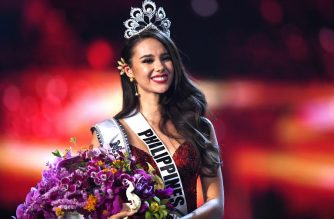 Catriona Gray of the Philippines smiles after being crowned the new Miss Universe 2018 on December 17, 2018 in Bangkok. (Photo by Lillian SUWANRUMPHA / AFP)