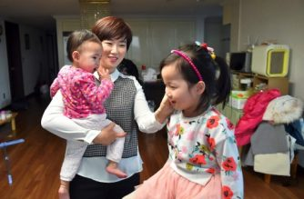 (File photo) This picture taken on February 13, 2017 shows Kim Yu-Mi, a 38-year-old IT engineer, and her young daughters during an interview with AFP at her home in Seongnam, south of Seoul. - South Korea's massive, 90 billion USD campaign to encourage more women to have babies is considered a failure with its birthrate stubbornly remaining one of the world's lowest for years. (Photo by JUNG YEON-JE / AFP) / TO GO WITH AFP STORY: SKorea-gender-society-population, FOCUS by Jung Ha-Won