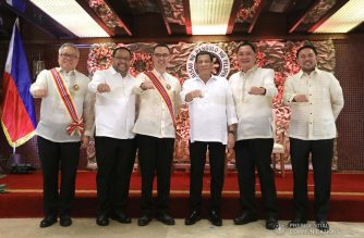 President Rodrigo Roa Duterte strikes his signature pose with Order of Sikatuna recipients, Trade and Industry Secretary Ramon Lopez (leftmost) and Former Foreign Affairs Secretary Alan Peter Cayetano (third from left) following the awarding ceremony at the Malacañan Palace on December 3, 2018. The President led the awarding ceremony for the officers and other agencies who were part of the Association of Southeast Asian Nations - National Organizing Council (ASEAN-NOC) during the country's successful hosting of the ASEAN Summits last year. Also in the photo are Mandaluyong City Representative Neptali Gonzales II, Government Service Insurance System Chairman Rolando Macasaet and Public Works and Highways Secretary Mark Villar. REY BANIQUET/PRESIDENTIAL PHOTO