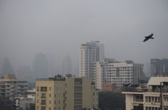 A layer of smog blankets the Thai capital Bangkok on January 14, 2019. - Thai authorities are set to deploy rain-making planes to combat the pall of pollution that has shrouding the capital in recent weeks. (Photo by Romeo GACAD / AFP)