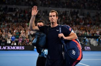Britain's Andy Murray waves to supporters after his defeat against Spain's Roberto Bautista Agut during their men's singles match on day one of the Australian Open tennis tournament in Melbourne on January 14, 2019. (Photo by SAEED KHAN / AFP) / -- IMAGE RESTRICTED TO EDITORIAL USE - STRICTLY NO COMMERCIAL USE --