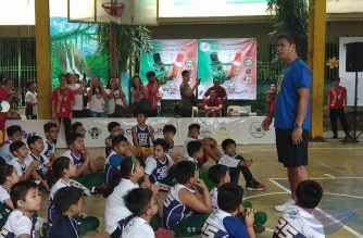 Basketball star Jojo Lastimosa of the NLEX Road Warriors give some pointers about basketball discipline during the EBC Sports Clinic segment of the EBC Cares program of Eagle Broadcasting Corporation (EBC) on Friday morning, January 25, 2019 at the New Era Elementary School.  (Eagle News Service)