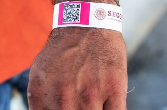 Detail of an identification bracelet given by Mexican migration authorities to Honduran migrants heading to the United States with a second caravan, upon their arrival at Ciudad Hidalgo, after crossing the border from Guatemala, in southern Mexico on January 18, 2019. - A new caravan of Central American migrants trying to reach the United States made its way across Guatemala Thursday, with the first members crossing into southern Mexico. (Photo by ALEJANDRO MELENDEZ / AFP)