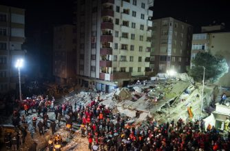 Rescuers work at the site of a collapsed building in Kartal district of Istanbul, Turkey, February 6, 2019. - An eight-storey apartment building in Istanbul collapsed on Wednesday leaving at least one person dead, Turkish media reported. (Photo by Yasin AKGUL / AFP / AFP)