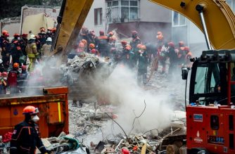 Rescue workers search the rubble of an eight-storey building which collapsed the previous day in the Kartal district of the Turkish city of Istanbul, on February 7, 2019. - It was not immediately clear what caused the collapse but prosecutors launched an investigation, the state-run Anadolu news agency reported. (Photo by Yasin AKGUL / AFP)