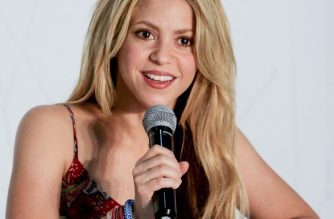 """Colombian singer Shakira speaks during a press conference in Barranquilla, Atlantico department, Colombia, on May 21, 2016. Shakira is in the city to record a video for the song """"La Bicicleta"""" (The bicycle) -in which she performs with Colombian singer Carlos Vives. / AFP PHOTO / JOSE TORRES"""