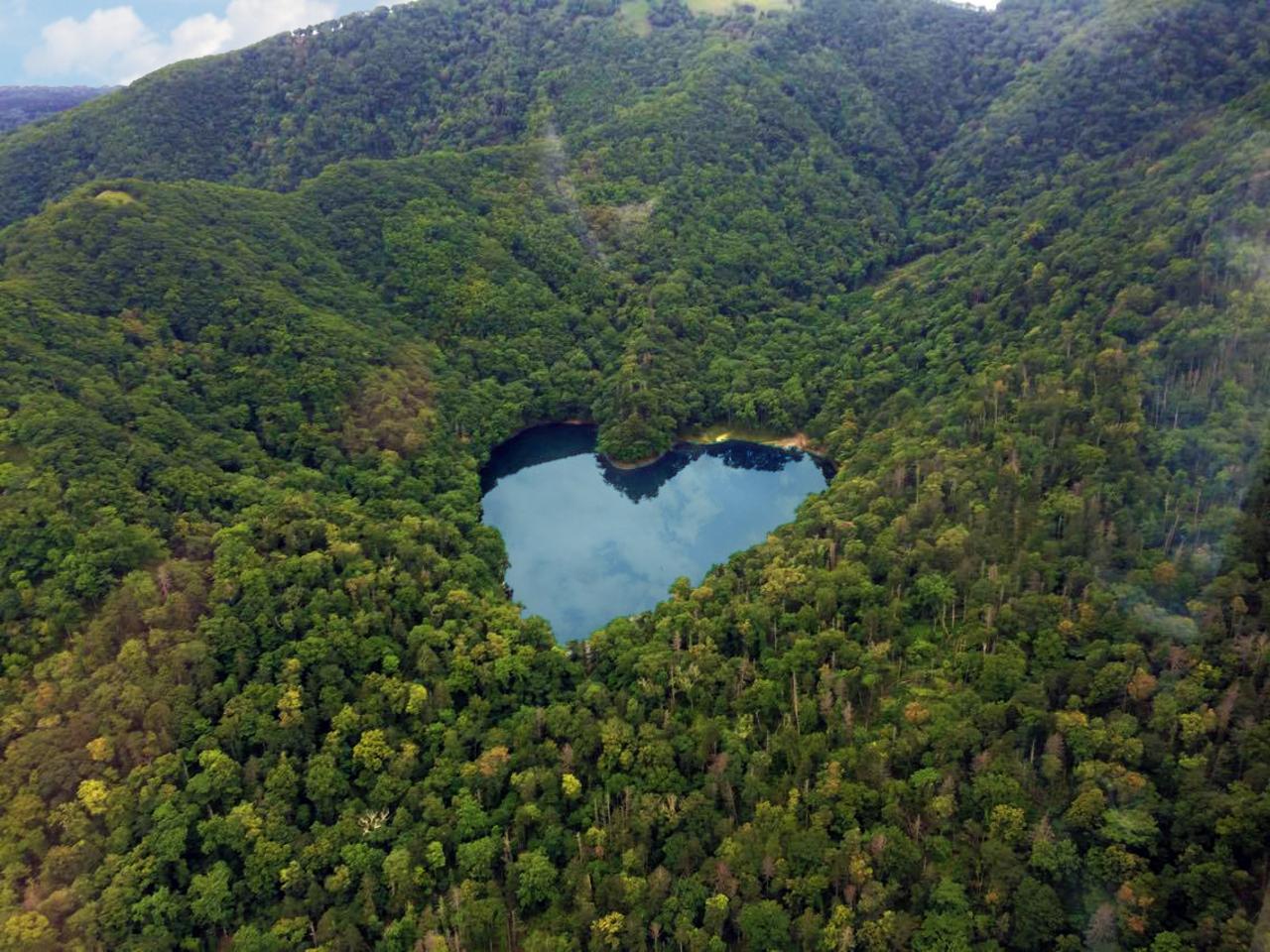 ハート型の幻の湖を上空から眺める 恋人達の新しいスポット 札幌