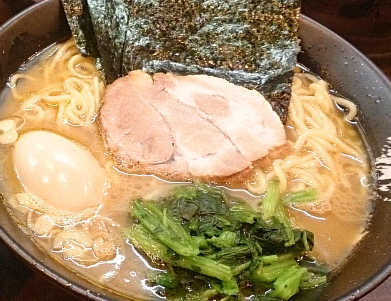 濃厚豚骨スープが癖になる 札幌の家系ラーメンならココ! 札幌
