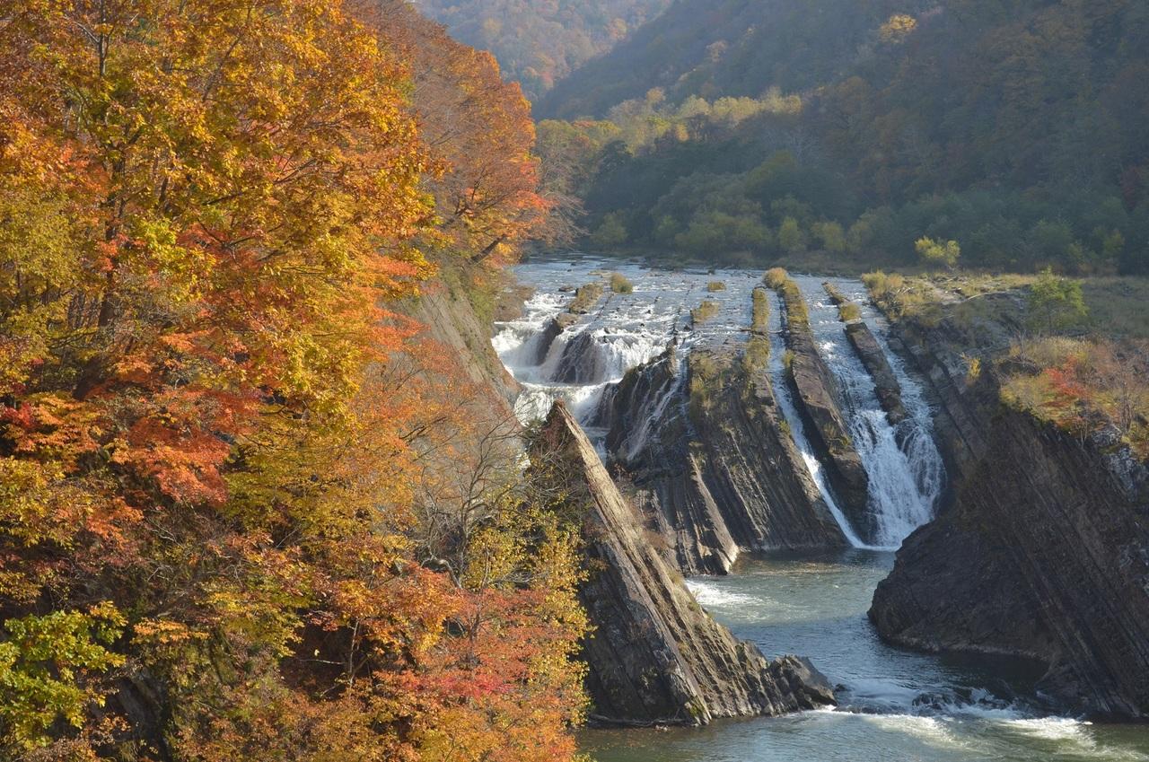 紅葉の名所で秋の味覚を楽しもう 第4回夕張もみじ祭 (10/8〜10) 札幌