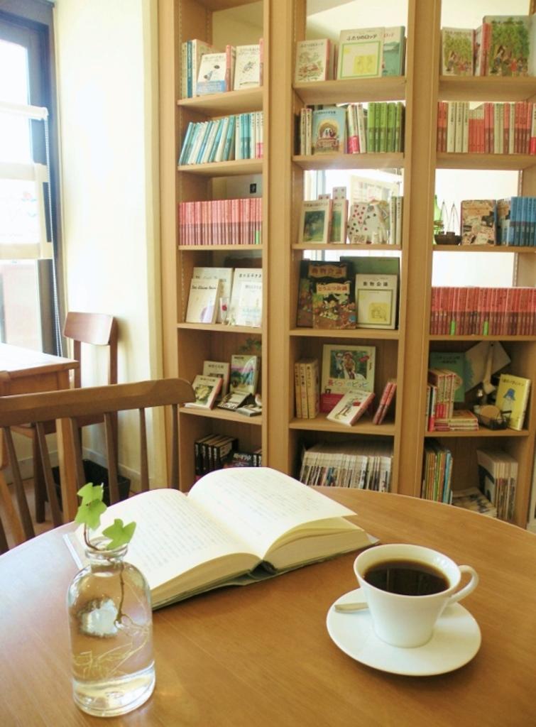400冊の児童書が揃った図書室カフェ cafe N24 by kodomosekai 北区 札幌