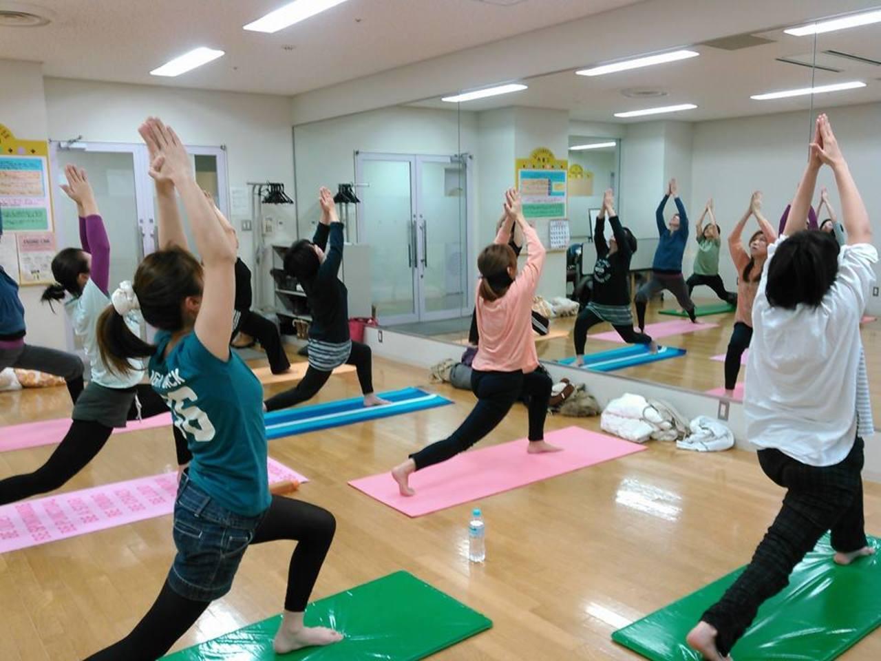 一緒にストレッチ 4〜6月 託児付き 女性のためのヨガクラス 西区 (4/26) 札幌