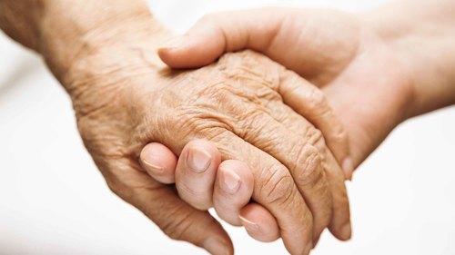 高齢者の皮膚トラブルの原因と対処法について【介護の基礎知識】