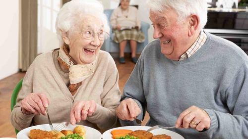 高齢者の誤嚥予防に効果のある口腔体操についてご紹介!