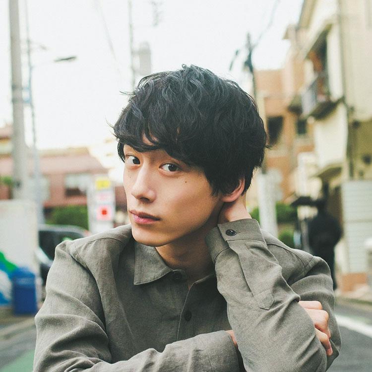 坂口健太郎 金髪マッシュ