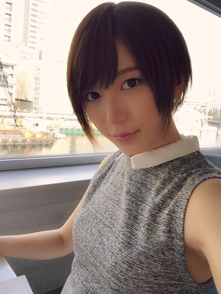 可愛いイヤリングをしている光宗薫さん