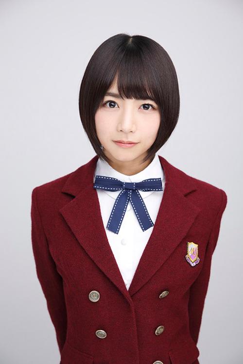 エンジのジャケットの北野日奈子