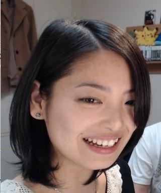 斜め前髪の岩瀬佑美子