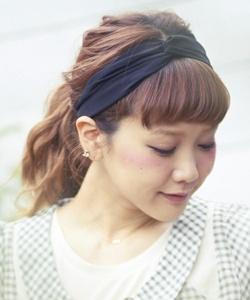 ヘアバンド 髪型 ロング☆後ろ髪ラフにまとめるアレンジ