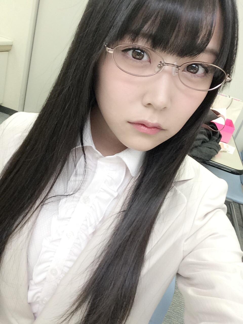 メガネの白間美瑠