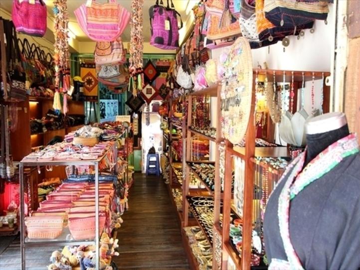 ファングーラオ通りの観光(レストラン、ショップ、エステ)
