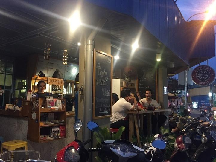 【2区】買い物帰りに気軽に立ち寄れるカフェ