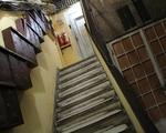 シークレットガーデン なんとも怪しげな建物の階段を上がってください。ちょっと体力いります♪