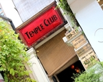 テンプル・クラブ こちらの入口を進み、奥の階段を上がった先です!