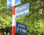 カット・トゥーン 交差点の傍にはトゥーコアフアン通り(THU KHOA HUAN)とリィトゥチョン通り(LY TU TRONG)の看板があります。