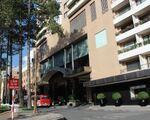 リラックスホームスパ 市民劇場とカラベルホテルの間を歩き、市民劇場の裏手に出ます