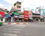 ザ・スシ・バー 2号店 ゼンプラザ店 こちらを渡って、グエンチャイ(NGUYEN TRAI)通りを歩いてください。間違わないように!