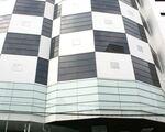 ザ・スシ・バー 2号店 ゼンプラザ店 さて、到着サイの目模様の縦長の建物がショッピングセンター「ゼンプラザ」です。こちらのエスカレーターを上がった1Fにスシバーはあります♪