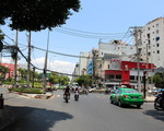 コンカフェ(ブイビエン通り店) 幅広い交差点に当たります。これを左に曲がってください