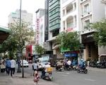 ティミ 突き当りを東西に走るのがレタントン(Le Thanh Ton)通り。これを左へ曲がってください
