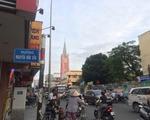 ボンスパ 左に曲がるとピンク色のタンディン教会が右手に見えます。