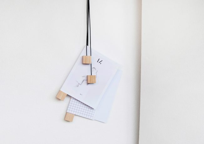 On-wall-magazine-holder-Alvaro-Diaz-Hernandez-Nyova-1