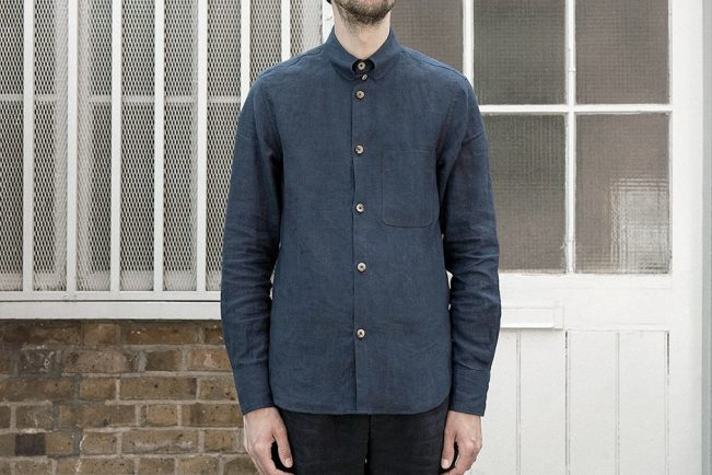 shirt-kelly-collar-linen-navy-worn-2m@2x