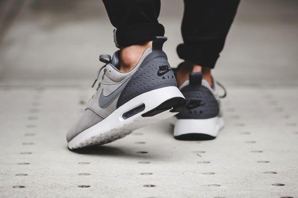 Nike air max tavas cool grey 102