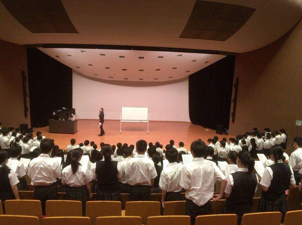 各地の中学・高校・企業等で精力的に講演活動を行う。