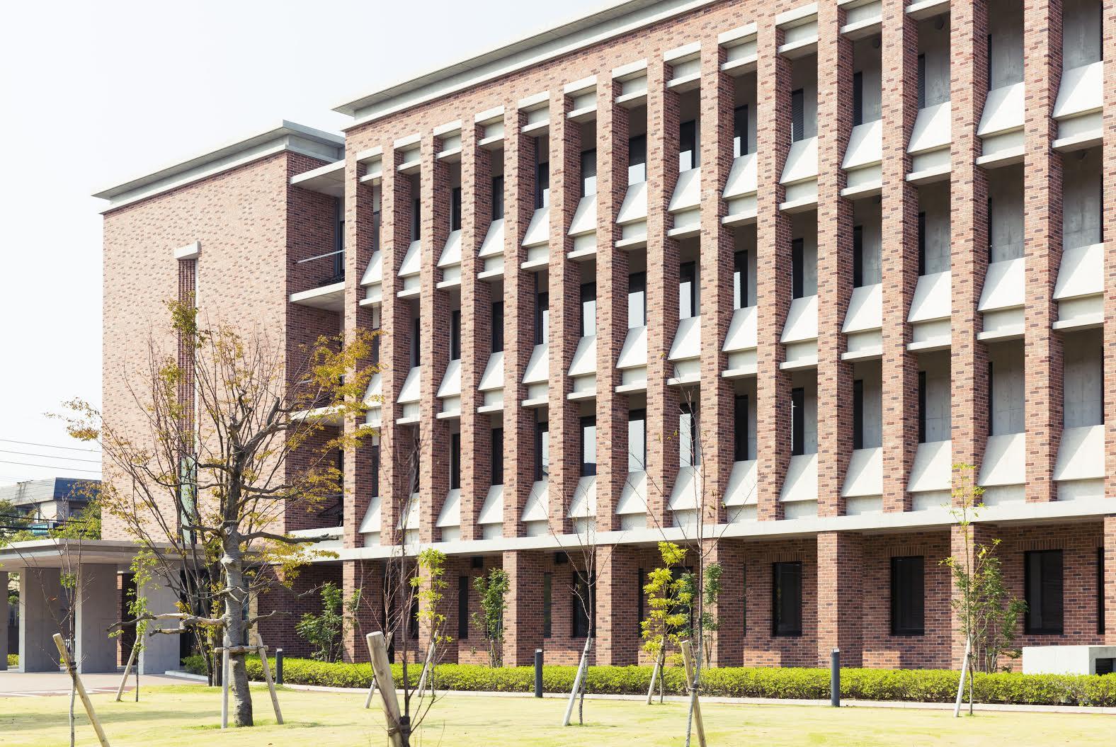 西南学院外観2